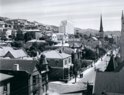 View of the Dixon Street Flats from Willis Street circa 1943. Alexander Turnbull Library