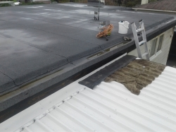 underlay pieces go between apron flashing and main roof fascia